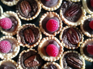 Chochlate peacan and salted caramol chochlate tartlets